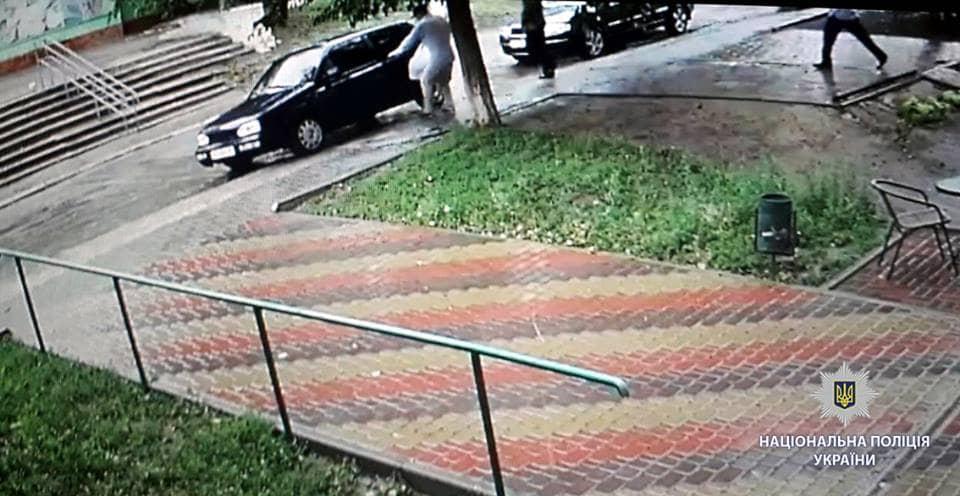 Налетчики ограбили ювелирный магазин в поселке Донец