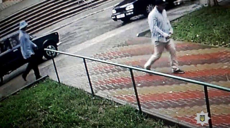 Налетчики в масках Шрека ограбили ювелирный магазин в поселке Донец