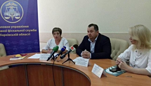 650 жителей Харьковской области ездят на VIP-авто