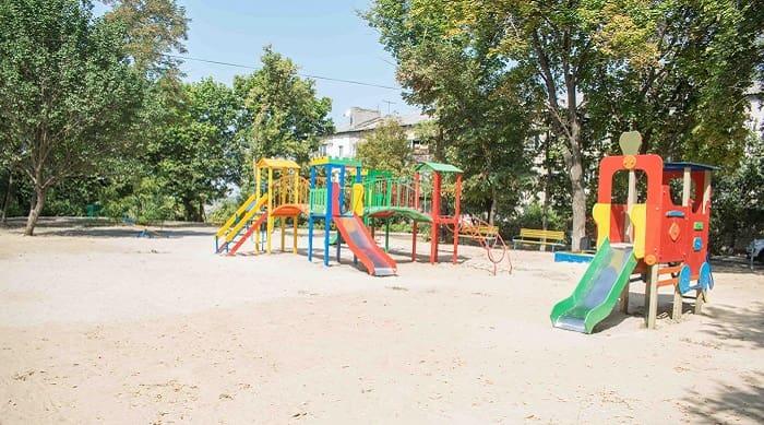 В Балаклії були встановлені нові дитячі майданчики