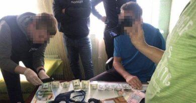 В Чугуеве задержали врача на взятке в 28 тысяч гривен