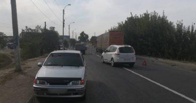 В Изюме водитель легкового автомобиля совершил наезд на 10-летнюю девочку