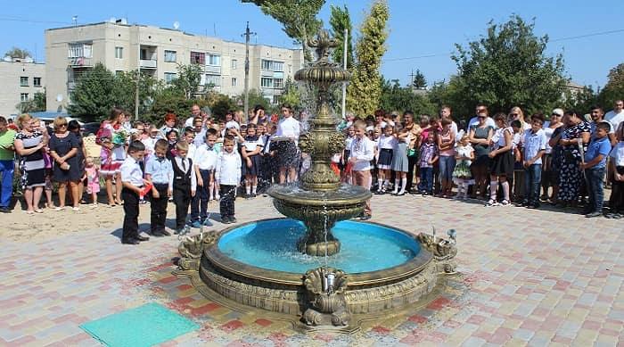 Открытие фонтана в парковой зоне в центре села Милова