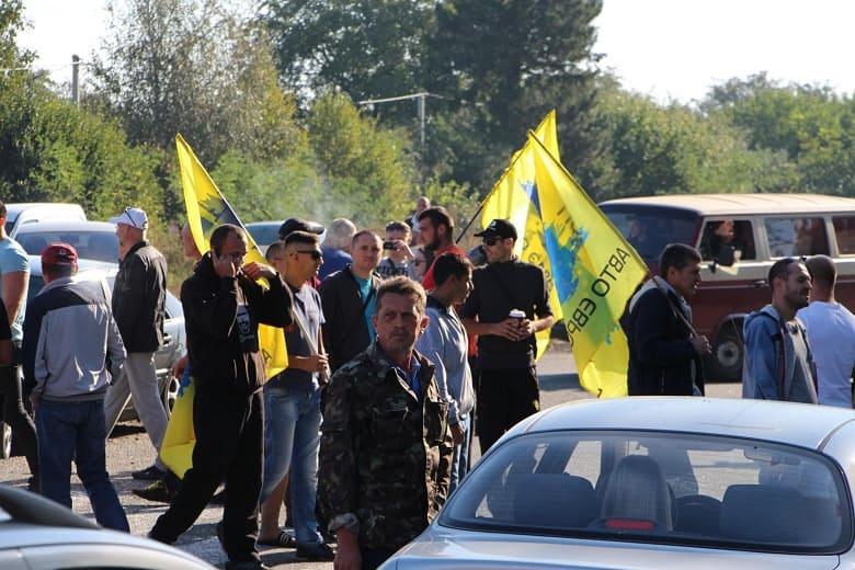 Трасса Харьков-Киев перекрыта протестующими