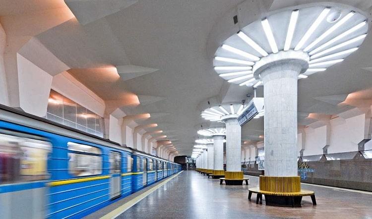 Из харьковского метро эвакуируют пассажиров, полиция ищет взрывчатку