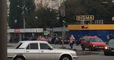 В Харьковском метрополитене неизвестный прыгнул под поезд и лишился руки