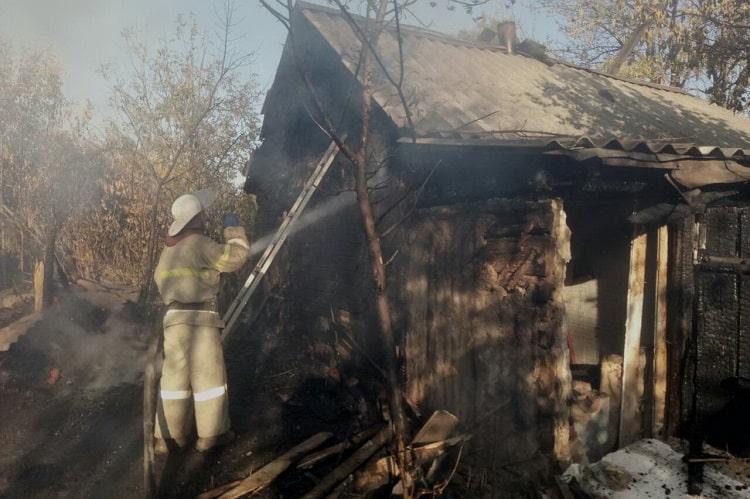 В селе Щуровка Балаклейский район мужчина спалил 2 сарая и дом