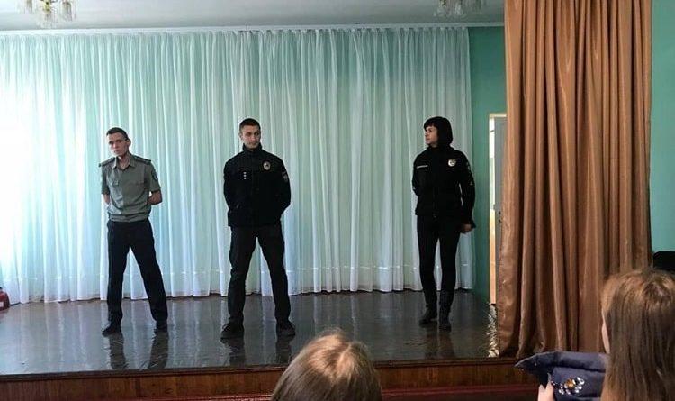 В Балаклее работники полиции обучили молодежь основам правовой осведомленности