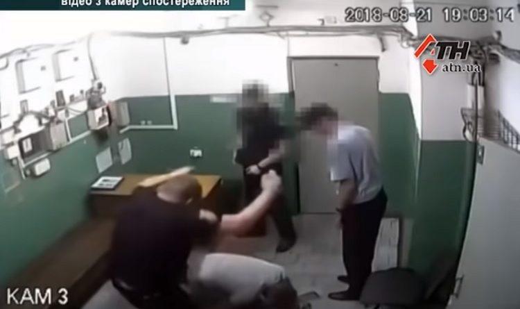 В Харькове задержали полицейских за издевательство над людьми