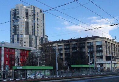 Вибух і язики полум'я розбурхали Харків, рятувальники летіли з усього міста, — кадри нічної НП