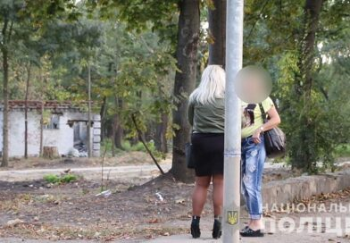 Полиция поймала 10 проституток на Московском (фото, видео)