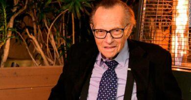 В США умер легендарный журналист Ларри Кинг