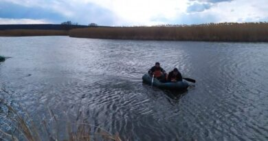 спасатели помогли рыбаку