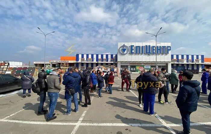 эвакуируют покупателей супермаркетов