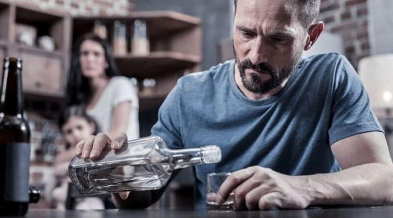 Как понять, что близкий человек алкоголик?